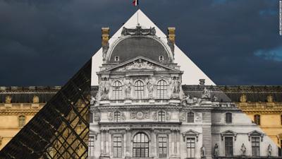 JR Louvre 400