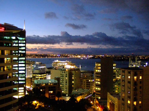 auckland-at-night-500.jpg